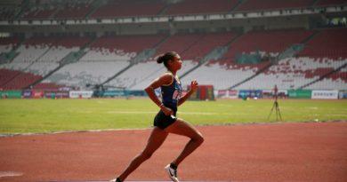 zeigt Läuferin mit sehr schönem Laufstil