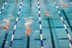 Warum vor allem Triathleten vom Lagen Schwimmen profitieren