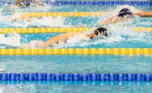 Weniger Schwimmkilometer mit HIIT